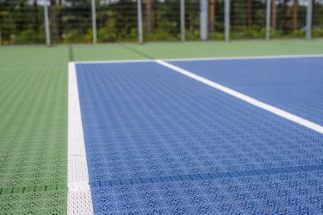 Tennisanlage und Sportplatz mit innovativen ECO Tennis System